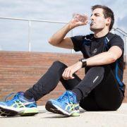Durstig nach der Jogging-Runde? Wasser ist dann genau das Richtige. Wem das zu fade ist, der kann zu Saftschorlen greifen. (Foto)