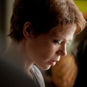 Edda (Jessica Schwarz) hat Lymphdrüsenkrebs im Endstadium.