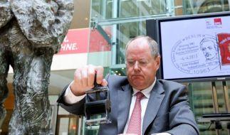 Egal, was er sagt, es hagelt Kritik. Auch seine Umfragewerte gehen stark zurück. Stempelt sich Peer Steinbrück selbst ab? (Foto)