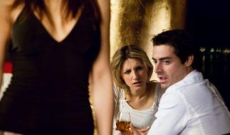 Eifersucht belastet Partnerschaften (Foto)