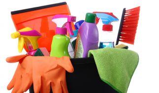 Eigentlich sollen Putzmittel für strahlende Sauberkeit sorgen, doch oftmals sind sie für die Gesundheit schädlicher als gedacht. (Foto)