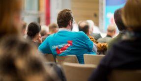 Ein AfD-Delegierter am 29. November 2015 auf dem 4. Bundesparteitag der Alternative für Deutschland (AfD) in Hannover. Am 30. April 2016 treffen sich über 2.000 Mitglieder der AfD in Stuttgart zum 5. Bundesparteitag. (Foto)