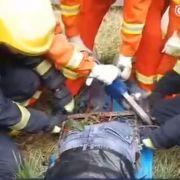 Ein chinesischer Arbeiter wurde bei einem Arbeitsunfall von einem Metallzaun aufgespießt.