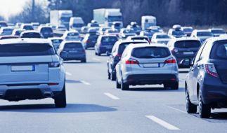 Ein verheerender Auffahrunfall führte in Köln zur Vollsperrung der A4. (Symbolbild) (Foto)