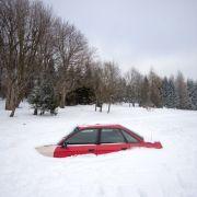 Ein Autodieb blieb im Schnee stecken. (Foto)