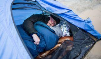 Ein Bett im Schlamm: Norbert Blüm besuchte das Camp nicht nur, er blieb sogar über Nacht. (Foto)