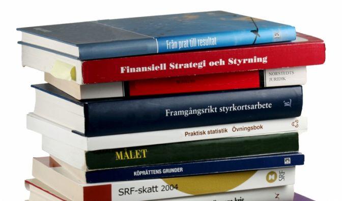 Ein Bücherregal, das sich optisch in die Hausbibliothek einreiht: SelfShelf von coolstuff.de ist eine Zierde in jedem bibliophilen Haushalt. (Foto)