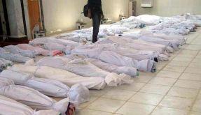 Ein von der syrischen Bürgerplattform Houla Media Center auf Facebook publiziertes Foto zeigt mit weißen Tüchern abgedeckte Leichen. (Foto)