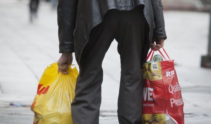 Ein Einpersonen-Haushalt mit weniger als 848 Euro gilt als armutsgefährdet. (Foto)
