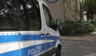 Ein Einsatzwagen der Polizei während der Suche nach dem verschwundenen 6-jährigen Elias. (Foto)