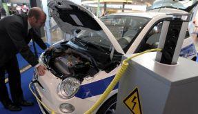 Ein Elektroauto an der Ladestation. (Foto)