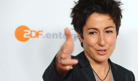 Ein Facebook-Nutzer darf die ZDF-Moderatorin Dunja Hayali auf ihrer Facebook-Seite nicht mehr beleidigen.