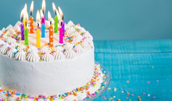 Ein Feuerwerk auf ihrer Geburtstagstorte wurde einem jungen Mädchen zum Verhängnis (Symbolbild). (Foto)