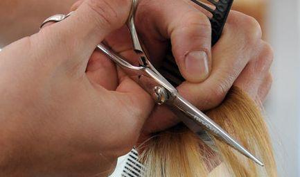 Ein Friseur in Zwickau sorgte mit einem Aushang für jede Menge Gesprächsstoff. (Foto)