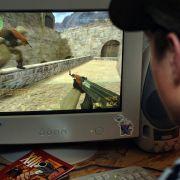"""Ein Gamer zockt den Ego-Shooter """"Counter-Strike"""". (Foto)"""