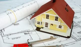 Ein Hausbau kann richtig ins Geld gehen - dabei sind Architektenhäuser nicht automatisch die teurere Variante. (Foto)