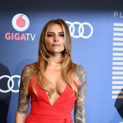 Verwirrendes Bild! Hat sie wieder große Brüste? (Foto)