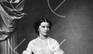 Ein um das Jahr 1854 herum aufgenommenes Foto zeigt die Herzogin Elisabeth Amalie Eugenie, Prinzessi (Foto)
