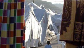 Ein Junge streift durch eine Zeltstadt für syrische Flüchtlinge im Süden der Türkei. (Foto)