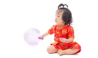 Ein Mann aus China verkaufte seine kleine Tochter für 3.200 Euro im Internet. Symbolbild. (Foto)