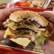 Im Video! Mann hat Sex mit einem Burger (Foto)