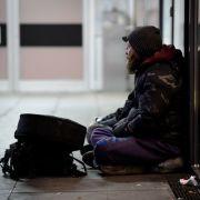 Obdachloser hilft Frau aus der Patsche - und wird fürstlich belohnt (Foto)