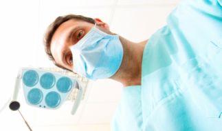 Ein Osnabrücker Arzt soll jahrelang Patientinnen heimlich gefilmt und missbraucht haben (Symbolfoto). (Foto)