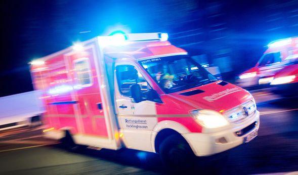 Trotz Notfall! Rentner attackiert Rettungswagen (Foto)