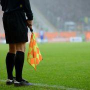 Ein Schiedsrichter in Zypern wurde Opfer einer bösen Attacke. (Symbolbild) (Foto)