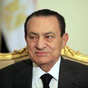 Ein Strafgericht hat Ägyptens Ex-Präsident Husni Mubarak zu lebenslanger Haft verurteilt.