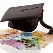 Ein Student aus Arnsberg soll für seinen schnellen Abschluss zahlen.