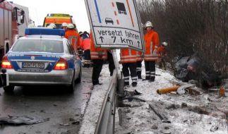 Ein Toter bei schwerem Verkehrsunfall auf der  A1 (Foto)