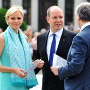 Ein Tuch kann einiges verbergen: Ist Charlène von Monaco schwanger?