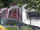 Ein friedlicher Waldparkplatz in den französischen Alpen wird zum Schauplatz einer Tragödie mit vier Toten. Ein Radfahrer entdeckt die Leichen am Nachmittag am Ende dieses Weges in der Nähe des Sees von Annecy. (Foto)