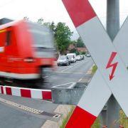 Schranke missachtet! Zwei Teenager von Zug getötet (Foto)