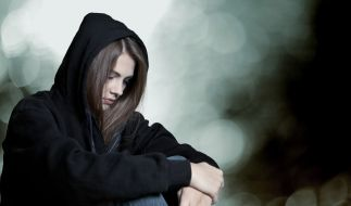 Eine 18-Jährige streamte die Vergewaltigung ihrer Freundin live ins Netz. Nun muss sie sich vor Gericht verantworten. (Symbolbild) (Foto)