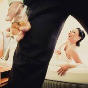 Eine Braut aus Nordrhein-Westfalen will sich in ihrer Hochzeitsnacht mit einem Fremden paaren.