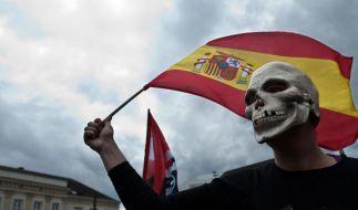 Eine Demonstrantin der bankenkritischen Occupy-Bewegung zeigt mit ihrer Maskerade deutlich, was sie von einer Bankenhilfe für Spanien hält. (Foto)