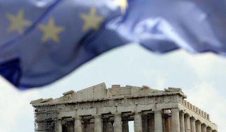 Eine EU-Fahne über der Akropolis in Athen. Griechenland droht die Staatspleite. Sollte Athen noch mehr Geld brauchen, will der Internationale Währungsfonds angeblich nicht mehr mitmachen. (Foto)