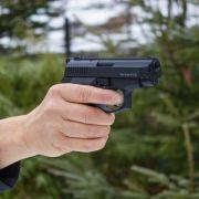 Eine Frau muss sich in Dresden vor Gericht verantworten, weil sie auf eine Schwangere geschossen haben soll (Symbolbild). (Foto)