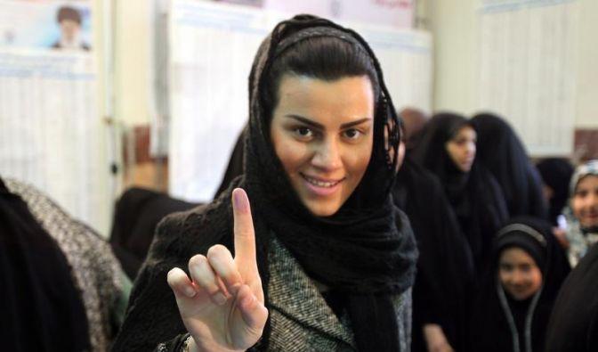 Eine junge Iranerin hat gewählt. (Foto)