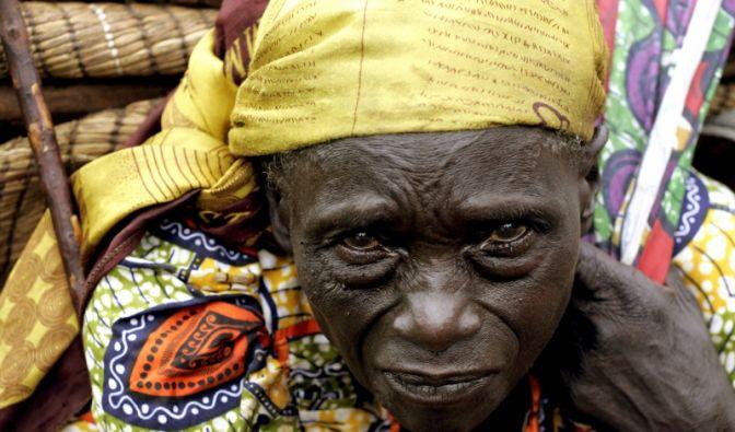 Eine kongolesische Frau auf der Flucht (Foto)