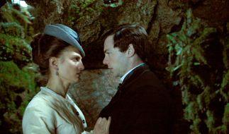 Eine Liebe gegen alle Hindernisse: Maisie(Laura de Boer) und Hugh (Dominic Thorburn) haben sich ineinander verliebt. (Foto)