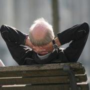 Eine knappe Mehrheit der Deutschen gibt sich mit dem niedrigen Rentenniveau zufrieden.