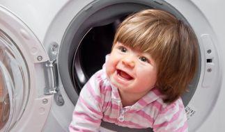 Eine Mutter aus Schottland hat ihren zweijährigen behinderten Sohn in eine Waschmaschine gesperrt und die Beweisbilder auf Facebook gepostet. (Symbolbild) (Foto)