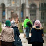 Rassistische Attacke in Berlin! Frau reißt Mädchen Tuch vom Kopf (Foto)