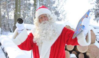 Einen Weihnachtsmann - den gibt es im rot-weißen Gewand erst seit der Einführung von Coca-Cola. (Foto)