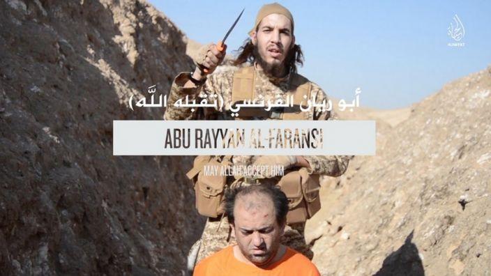Einer der Attentäter von Paris. In dem neu veröffentlichten Video des IS werden die Terroristen bei Enthauptungen und anderen Gräueltaten gezeigt. (Foto)