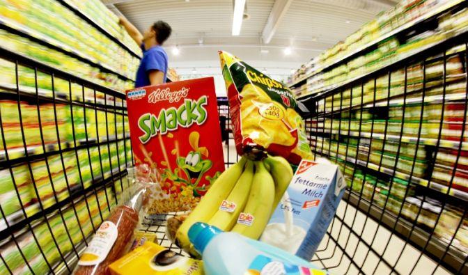 Einkaufen im Supermarkt (Foto)