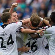 Eintracht Frankfurt holt die Faust raus: Das 4:0 gegen Hoffenheim verschafft ihr die erste Tabellenführung seit 1999.